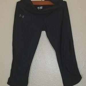 Under armour black capri workout pants